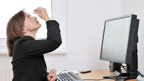 Hội chứng khô mắt thường xuất hiện ở dân văn phòng