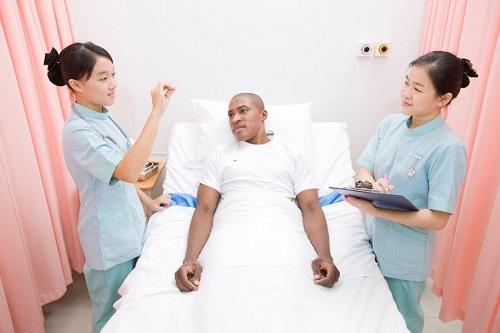 Giao tiếp tốt giúp sinh viên tốt nghiệp Văn bằng 2 Cao đẳng Điều dưỡng dễ xin việc